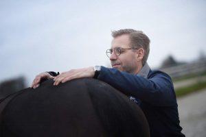 Lars Teigeler - Osteopathie für Pferde und Hunde NRW: Behandlungsszene